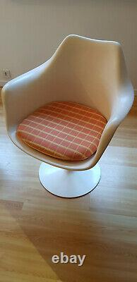 2 Armchairs Knoll Tulip White Very Good Condition