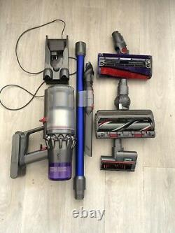Dyson V11 Absolute Extra Vacuum Cleaner Broom Very Good Condition