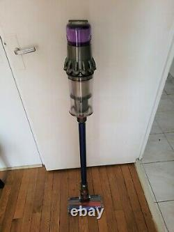 Dyson V11 Absolute Vacuum Cleaner Broom Very Good Condition