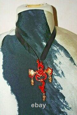 Pendant/ Christian Lacroix Metal Dore Tres Good State Brooch