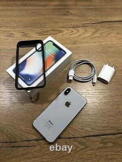 Apple iPhone X 64 Go Argent (Désimlocké)très Bon État