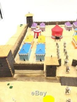 Astérix le camp des romains 57 pièces plateau résine très bon état
