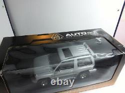 Autoart 1/18 Superbe Mitsibushi Pajero Gris Tres Bon Etat En Boite C5