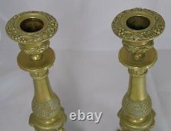 Belle paire de bougeoirs en bronze. XIXe s. Haut. 28 cm Très bon état