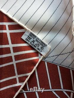 Carre Hermès Tuiga Trés Bon État