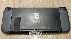 Console NINTENDO Switch très bon état + 2 jeux et une sacoche
