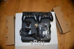 Console Sony PlayStation 4 PRO 1To tres bon etat complet 2 MANETTES