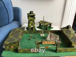 Depreux caserne militaire très bon état sorti de grenier, trois soldats starlux