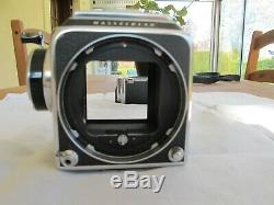 Hasselblad 500 CM + viseur et dos 12 poses. Le tout est dans un très bon état