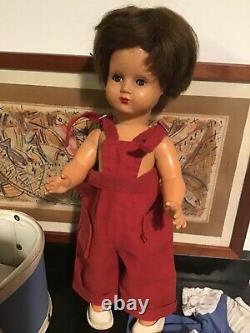 Jolie Bleuette 58 33 cm très bon état avec son joli trousseau