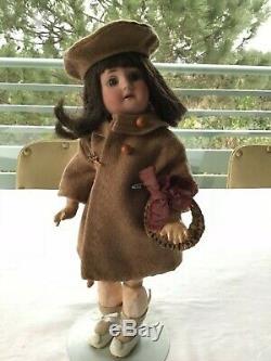 Jolie poupée ancienne tête porcelaine Fleischmann 31 cm très bon état