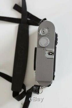 Leica M9 Chrome Gris Très bon Etat avec 2 batteries et 1 étui en cuir Leica