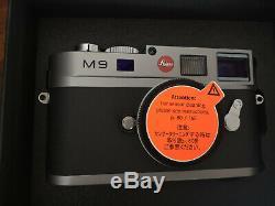 Leica M9 Gris Laqué très bon état, capteur neuf (236 déclenchements) + boites