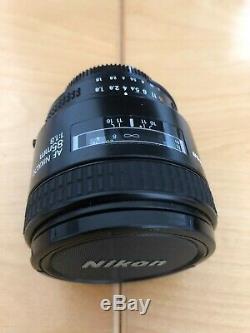 Nikon NIKKOR AF 85mm f/1,8 avec étui et pare soleil Très bon état