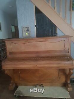 PIANO DROIT PLEYEL modèle N° 33R551 serie n'145160. En tres bon état. Urgent