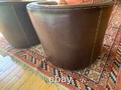 Paires de fauteuils club en cuir Marron. Très bon état