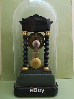 Pendule Napoleon III Colonnes torsadées sous globe très bon état fonctionne