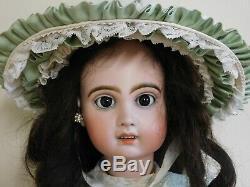Poupée ancienne Jumeau, tête biscuit, crâne en oblique, très bon état 65 cm