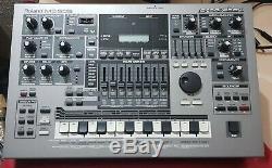 ROLAND MC 505 Groovebox tres bon état en carton