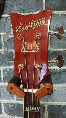 Rare guitare basse vintage Hagstrom HIIBN / F400N en très bonne état