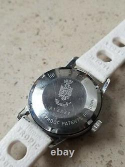 Rare montre de marque Lip nautic-lady diver en très bon état