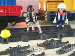 Train Playmobil occasion, très bon état. Lumières, sons etc. Génial