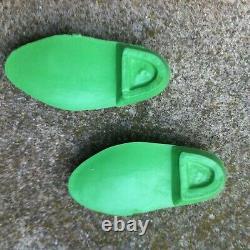 Une paire de chaussures verte 1969 de poupée Cathie Bella très bon état